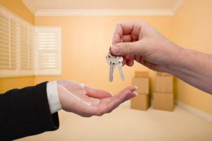 При покупке квартиры когда отдают ключи