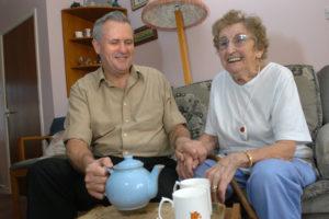 Досмотр пожилых людей за право наследования жилплощади