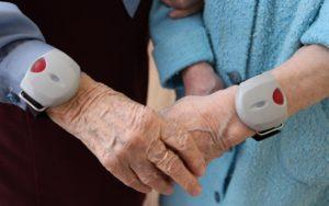 Браслет для пожилых людей с тревожной кнопкой